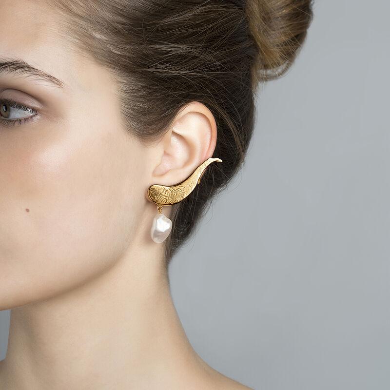 Pendientes asimétricos con earcuff perla oro, J04053-02-WP, hi-res