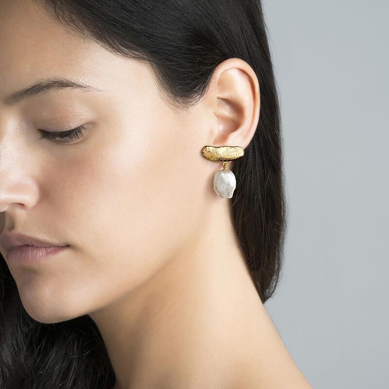 Boucles d'oreilles asymétriques perle argent plaqué or, J04054-02-WP, hi-res