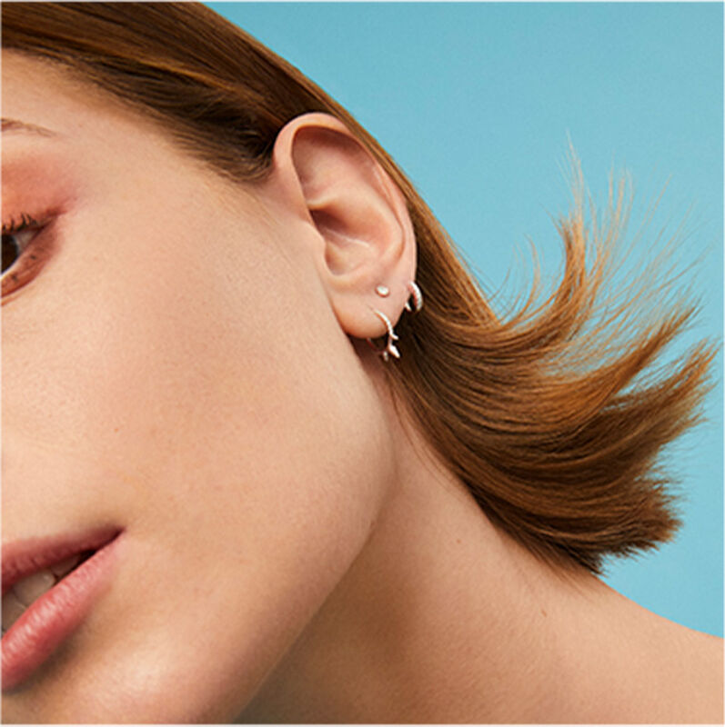Boucle d'oreille créole trois pics diamants or blanc 0,04 ct, J03873-01-H, hi-res