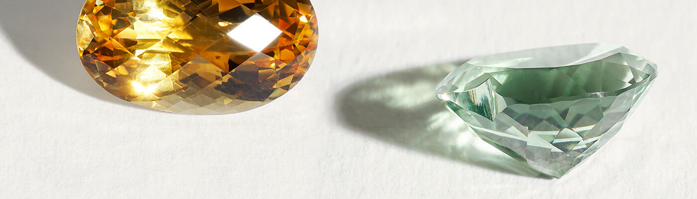 Jewels with quartz