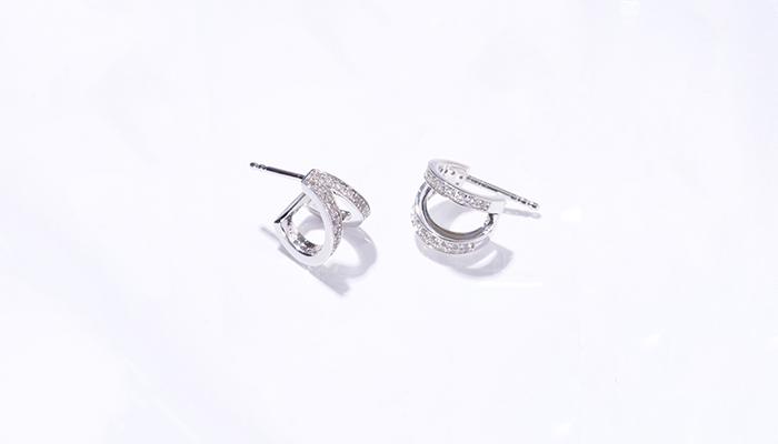 Soin des bijoux en argent avec des pierres précieuses